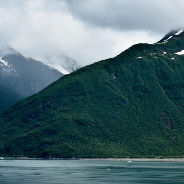 Scenery along the Yakutat Bay.