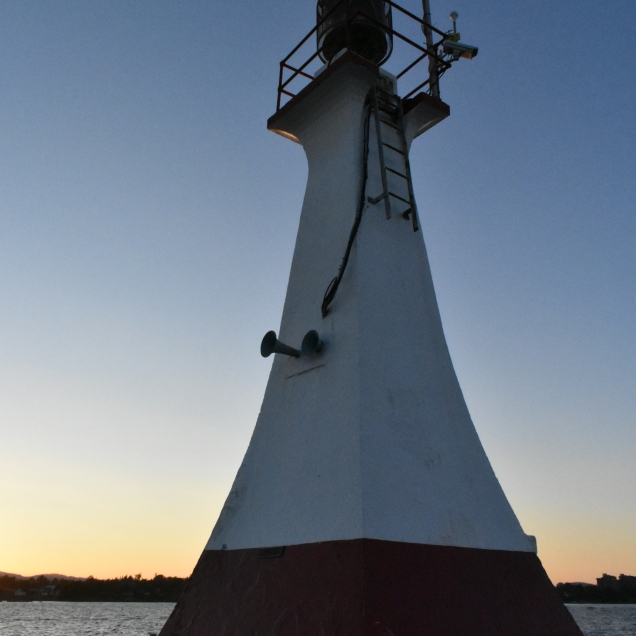 After the event we walked to the end of the breakwater to find a cache next to this lighthouse.