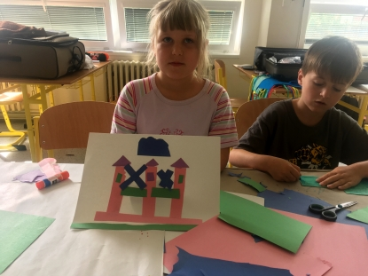 This girl created a picture of her house.